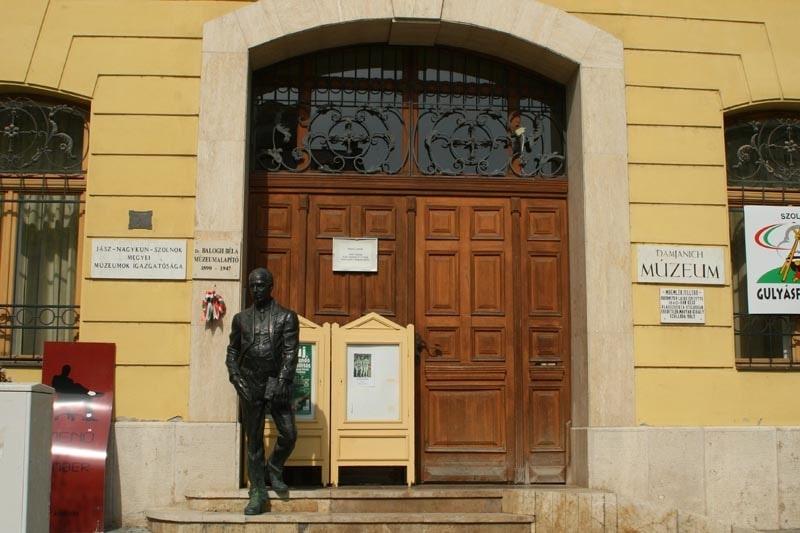 Damjanich-Statue  und Taban - Szolnok