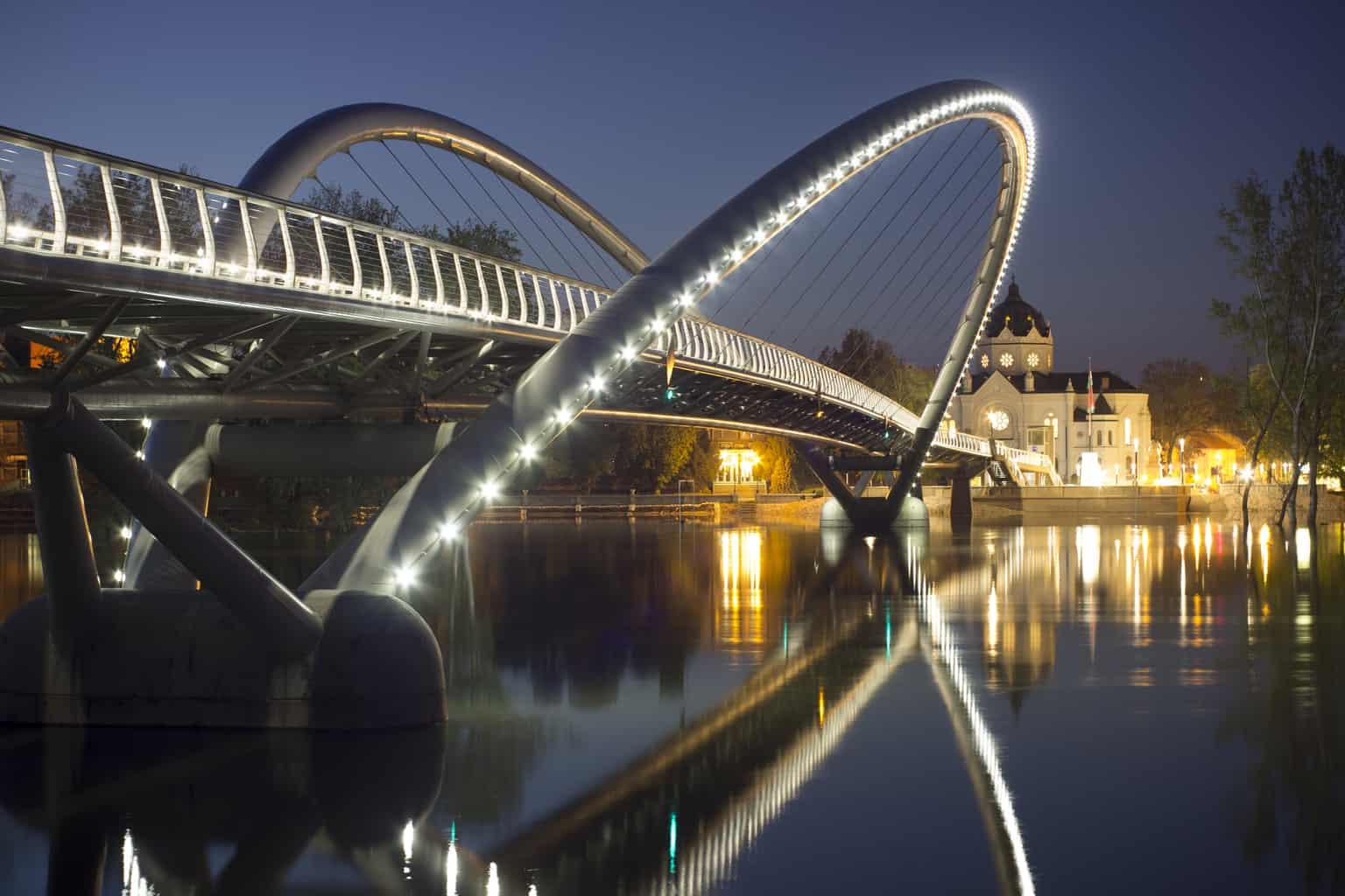 Brücke Eintagsfliege für Fußgänger und Fahrradfahrer  - Szolnok