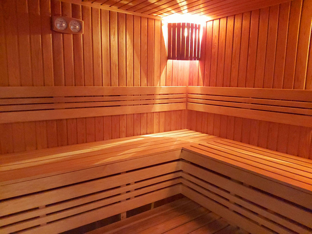 Baie și saună pentru vene varicoase - Structură - April